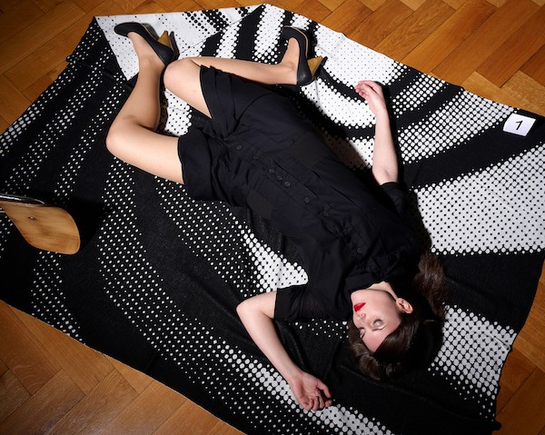 Tatort Sofa: Strickdecke