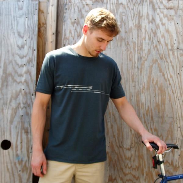 Reflex Shirt, urban Style, minimal Print silber und reflektierend
