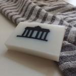 vegane Seife Jasmin und Milch mit Berlinmotiv Brandenburger Tor weiß schwarz