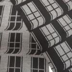 gestrickte Fassade grau schwarz