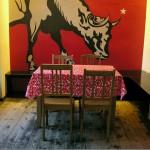 Wandbild Kuh und Tischdecke im St Oberholz