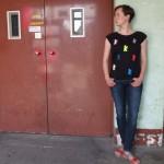 Bunte Berliner Bären sorgen für Farbakzente auf dem schwarzen T-Shirt