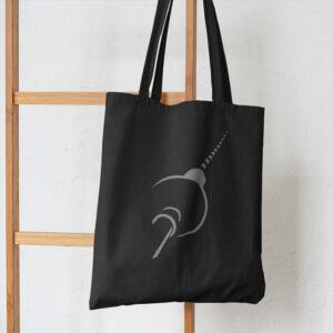 Berlin Tasche schwarz an Leiter hängend
